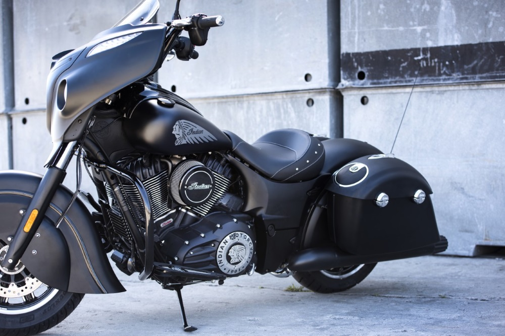 Indian Chieftain Dark Horse Left